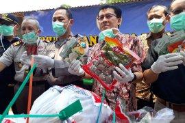 BBKP Surabaya musnahkan 59 paket luar negeri ilegal (Video)