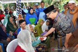 43 warga Kecamatan Kandangan terima program bantuan