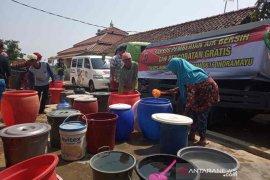 Polres Indramayu bantu air bersih dan pengobatan gratis