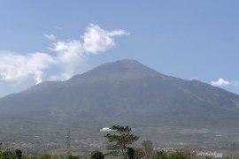 Sejumlah titik api kembali muncul di lereng Gunung Arjuno