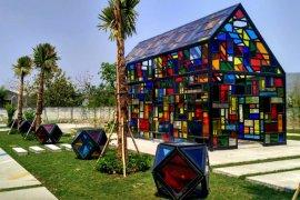 Mau rekreasi sekaligus swafoto keren, kunjungi Taman Mozaik Surabaya
