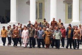 Presiden Jokowi silaturahim dengan Wapres JK dan menteri Kabinet  Kerja
