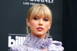 "Taylor Swift dianugerahi ""Artist of the Decade"""