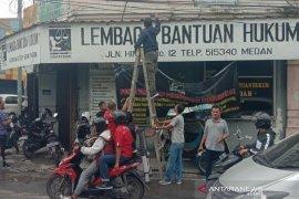 Kantor LBH Medan dilempar bom molotov oleh orang tak dikenal