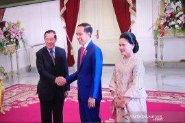 Joko Widodo tawarkan produk INKA ke PM Kamboja