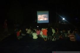 "Sane Sinema bawa ""Lima Elang"" ke lokasi pengungsian korban gempa Ambon"