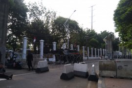 Jelang pelantikan presiden, Panser Anoa disiagakan di sekitar  Gedung Parlemen