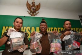 Sekretaris Daerah Gresik ditetapkan tersangka kasus korupsi BPPKAD
