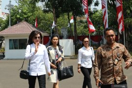 Politisi Golkar yang juga Bupati Minahasa Selatan datangi Istana Kepresidenan