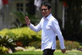 Berkemeja putih, Wishnutama dan Erick Thohir tiba di Istana Kepresidenan