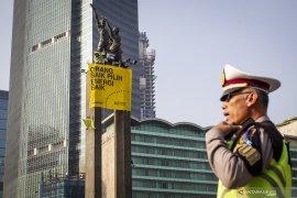Polres  amankan lima orang pembentang spanduk di Tugu Pancoran