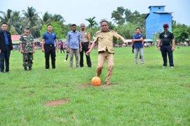 Wakil Bupati Kayong Utara buka Turnamen Sepak Bola di Teluk Batang