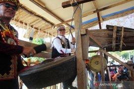Bupati Mahulu buka Festival Hudoq Cross Border