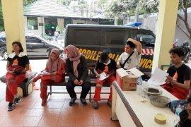 Relawan Greenpeace panjat Tugu Pancoran dipulangkan