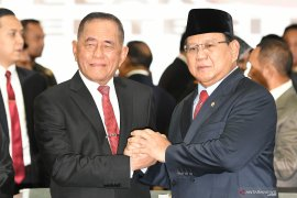 Prabowo dan Edhy jadi menteri, beredar hoaks grup WhatsApp Pendukung 02