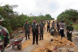 Brigjen TNI Prianto tinjau kegiatan TMMD di Belitung