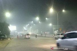 Asap pekat selimuti Kota Palembang Kamis malam, Warga: Mata perih dan sesak nafas