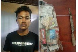 Polisi amankan pencuri rokok dengan cara memanjat genteng rumah korban