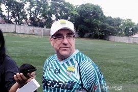 Meski hadapi Persija di Bali, Pelatih Persib senang karena bobotoh siap hadir