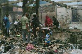 Pedagang Pasar Jatisari Karawang yang kebakaran akan direlokasi