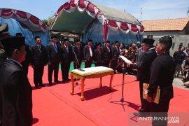 Sebelas pejabat Pemkab Sampang dilantik di komplek pemakaman raja