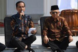 Pakar sebut soal cara duduk Jokowi yang unik