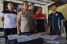 Bendahara pokmas rumah tahan gempa ditangkap Polres Mataram