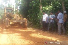 Tgk Linud, anggota DPRK Aceh Utara tinjau pembangunan jalan