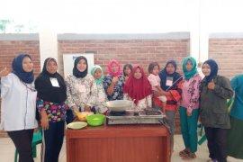 """PNM ajari emak-emak Tanjung Burung bikin aneka masakan """"Frozen Food"""""""