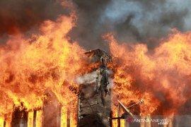 Kebakaran di Sungai Ipuah, enam kepala keluarga kehilangan tempat tinggal