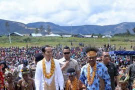 Masyarakat Arfak sambut kedatangan Presiden Jokowi