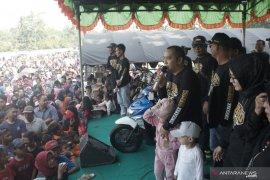 Ribuan warga Kecamatan Haruyan ikuti jalan santai Relawan ZA