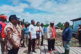 Bupati Asmat tinjau pembangunan puskesmas di Sawaerma