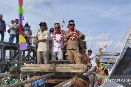 Sekda dan Ketua DPRD hadiri pesta laut di Teluk Tamiyang