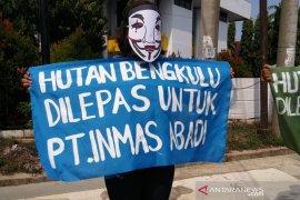 """Aktivis surati KLHK soal """"kejanggalan"""" pelepasan hutan Bengkulu"""