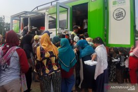 ACT bagikan 1.000 porsi makanan kepada warga di Cibarusah