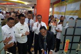 Bupati Bekasi resmikan gerai layanan dukcapil di pusat perbelanjaan