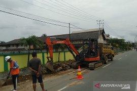 Staf Ahli Menko Polhukam tinjau pembangunan gerbang Kota Pusaka Singkawang