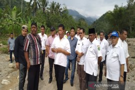 Bupati dan Ketua DPRD tinjau dampak banjir Siabu