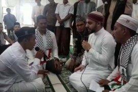 Syekh Palestina bimbing pemuda asal Nias masuk Islam