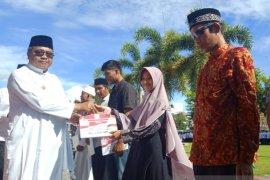 Rp1 miliar per tahun 1.000 santri di Aceh Barat terima beasiswa
