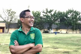 Selamatkan tim, Manajer Persebaya Surabaya targetkan Aji Santoso
