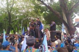 Video aksi unjuk rasa ribuan buruh di DPRD Sumut