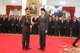Presiden Joko Widodo lantik Idham Azis sebagai Kapolri