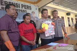 Pelaku penipuan berkedok umrah dibekuk polisi Sampang