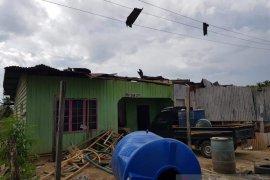 Sejumlah rumah rusak, puting beliung hantam Pulau Sebatik