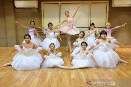 """""""Ballet Royal Bali"""" pentas untuk anak panti asuhan"""