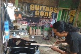 """""""Guitars Gore"""" produksi pedalaman Lebak diminati pasar"""