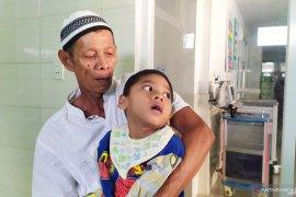 Jatuh dari ayunan, bocah asal Sumut menderita lumpuh otak