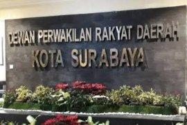 Tak beretika saat pembahasan RAPBD Surabaya, anggota Fraksi PSI ditegur